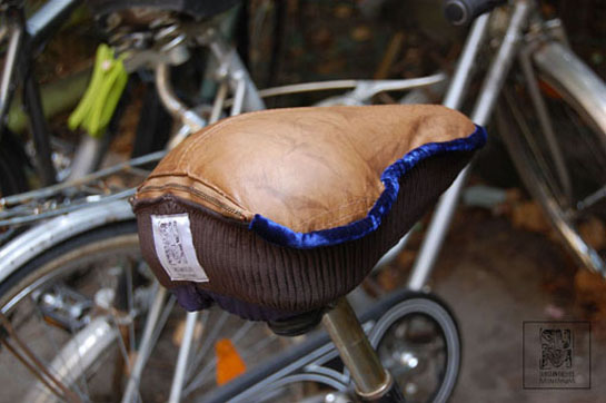 http://www.substantiellesminimum.de/files/gimgs/124_ja-si-upcycled-seat-cover-made-from-old-leather-jacket-5.jpg